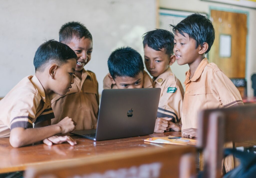 Mengajarkan Jiwa Kewirausahaan Dimulai Sejak Anak (Foto oleh Agung Pandit Wiguna dari Pexels)