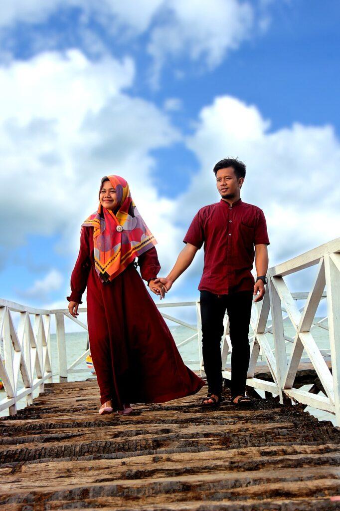 Pasangan Menuju Pernikahan (Gambar oleh Luthvidhi Setiawan dari Pixabay)
