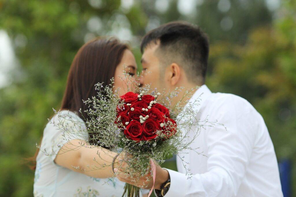 Mesra dengan Pasangan (Gambar oleh Phúc Mã dari Pixabay)